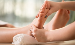 À un pied du bonheur: 1-Hour Massage or 45-Minute Reflexology at À un pied du bonheur Spa (Up to 62% Off)