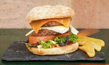 Menú de hamburguesas para 2 o 4 con entrante, postre y bebida en El Escalón Del Suegro (hasta 58% de descuento)