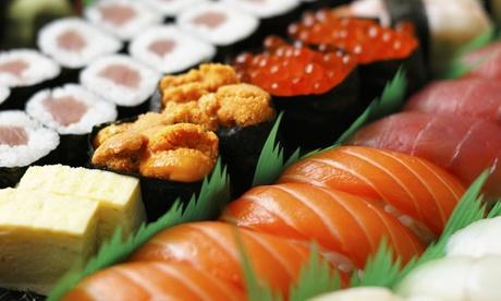 Menú japonés-peruano para llevar para 2 o 4 con bandeja de 40 u 80 piezas de sushi y bebida desde 19,95 € en Akira´s