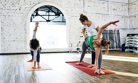 Bono de 8, 16 o 24 clases a elegir entre yoga o pilates desde 26,90 € en Centro El Lucero