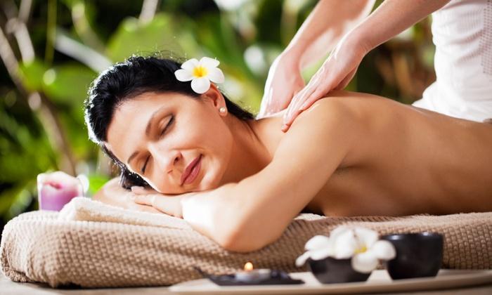 Touch Massage & Wellnesspraxis - Mehrere Standorte: 60 oder 90 Min. balinesische Massage in der Touch Massage & Wellnesspraxis (bis zu 60% sparen*)