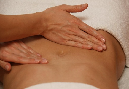 Modelage amincissant du ventre ou modelage relaxant du dos dès 14,90 € à linstitut Tresses Et Beauté