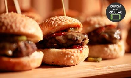 Rodízio de mini hambúrgueres com batata frita da casa  para até 8 pessoas no Bravus Burger Grill – Batel