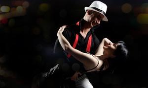 Tanzstudio Tendance: Gesellschaftstanz-Basiskurs oder Salsa-Basisworkshop für 2 Personen im Tanzstudio Tendance (bis zu 56% sparen*)