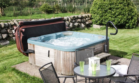 Dumfriesshire:  Up to 3-Night Cottage Stay for Four, Six or 10 People at Meiklebob Holiday