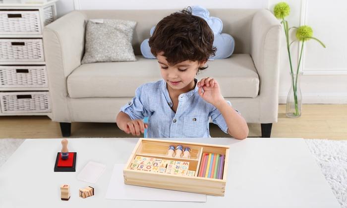 TitoloSet composto da lettere dell'alfabeto e stampi in legno