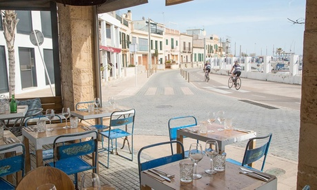 Menú con aperitivo, entrante, principal, postre y bebida para 2 personas desde 29,95 € en Petit Can Punta Port