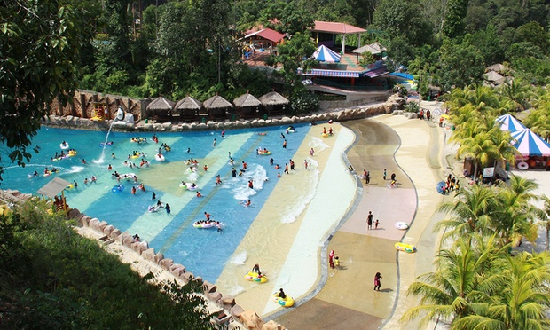 Kuantan: Resort Stay + Theme Park 6