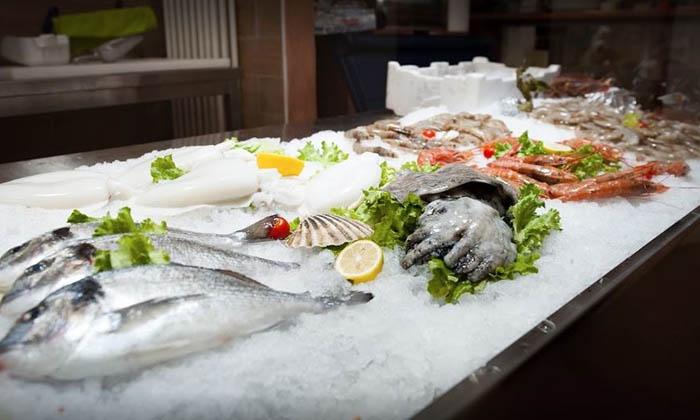 Menu di pesce da 4 portate a scelta con bottiglia di vino per 2 persone alla Pescheria Santo (sconto fino a 51%)