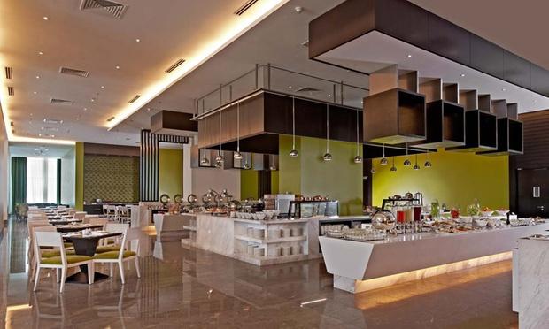 Malacca: 4* Hatten Hotel + Coach 2