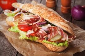 Subway: Catering mit Sub-Platte nach Wahl, optional inkl. Cookies, bei Subway (bis zu 40% sparen*)