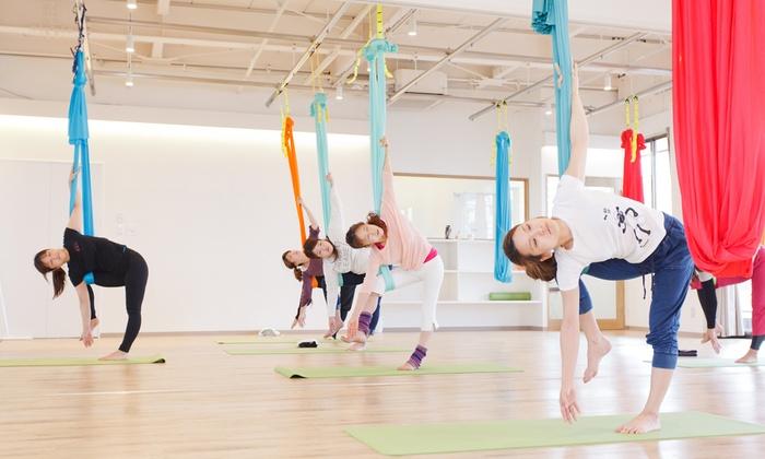 Yoga Studio ももい - Yoga Studio ももい: ハンモックを使った無重力のヨガ。しなやかな筋肉がついた美ボディへ≪エアヨガ75分(入会金込み)/1回分 or 4回分 or 6回分≫ @Yoga Studio ももい