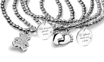 Bracciale con pendente inciso e decorato con cristallo Swarovski® disponibile in vari modelli