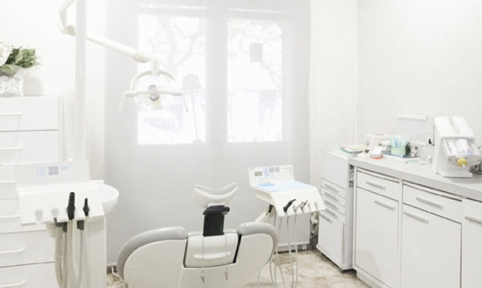 1, 2, 3, 4, 5 o 6 implantes dentales de titanio con corona de porcelana desde 389 € en Implants Barcelona, 2 centros