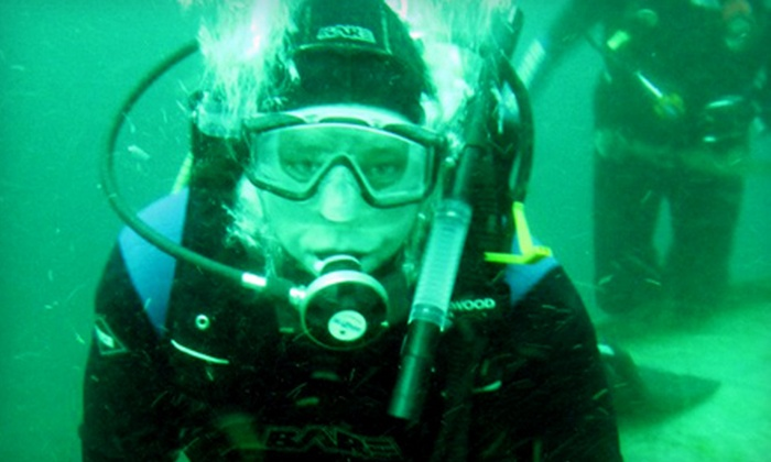 Oakville Divers - Oakville: $35 for a Discover Scuba Class at Oakville Divers ($70 Value)