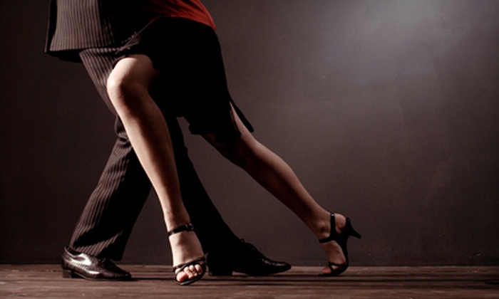 Latin Expressions Dance Company - Downtown Indianapolis: Two- or Four-Week Introductory Salsa Class at Latin Expressions Dance Company (Half Off)