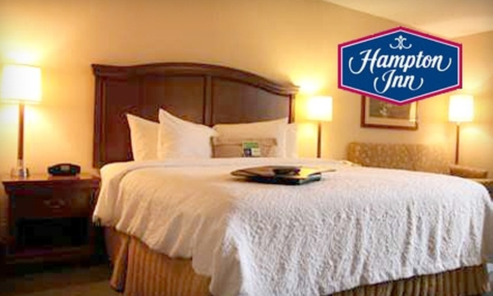 Hampton Inn New Bedford/ Fairhaven - Fairhaven: $79 for One-Night Romance-Package Stay at Hampton Inn New Bedford/Fairhaven (Up to $184 Value)