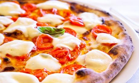 Menú take away con 2 pizzas medianas o 1 familiar con bebida para dos por 9,90 € y con entrante y pan de ajo por 12,90 €