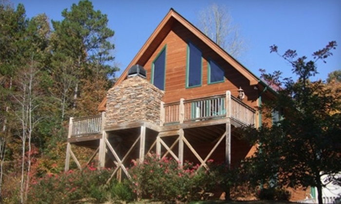 Paradise Cabins Resort & Spa - Blairsville: $299 for Five-Night Cabin Stay for up to Four People at Paradise Cabins Resort & Spa in Blairsville (Up to $645 Value)