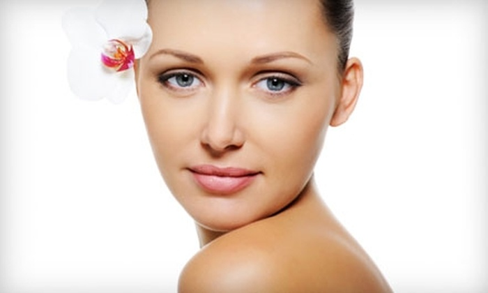 Avecinia Wellness Center - Woodward Park: $199 for a Glow Package ($449 Value) or $225 for Six VIVITÉ  Chemical Facial Peels ($500 Value) at Avecinia Wellness Center