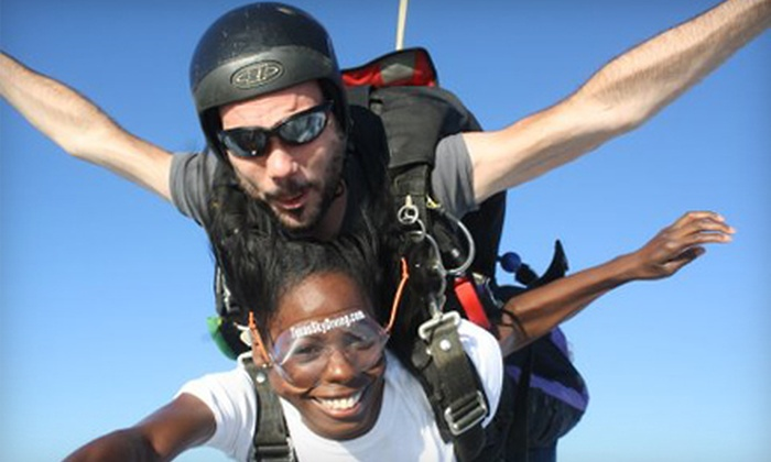 Texas Skydiving Center - Lexington: $154 for One Tandem Jump Plus Ground School from Texas Skydiving Center in Lexington ($236 Value)