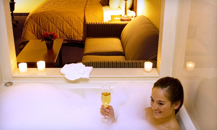 Comfort Inn Livonia - Livonia: $99 for One-Night Romantic Getaway for Two in Room with King Bed, Whirlpool at Comfort Inn in Livonia (Up to $228.99 Value)