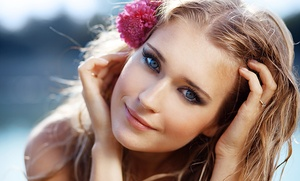 Tratamiento facial reafirmante con limpieza, ultrasonidos y masaje de cara, cuello y escote por 16 €