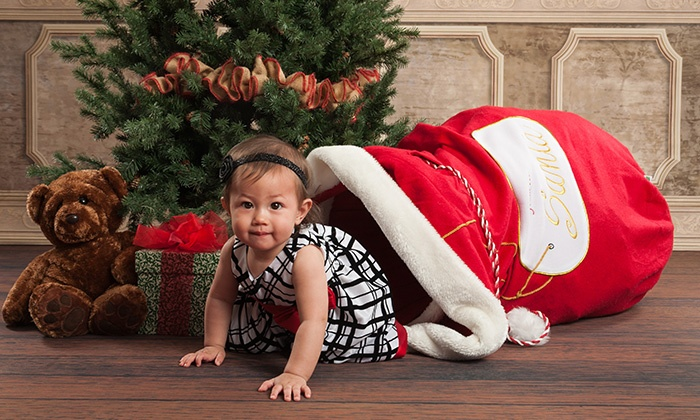 Picture People - Central Area: $19.95 for an In-Studio Holiday Photo Shoot with Portrait, Photo Cards, and Gift Tags at Picture People ($133 Value)