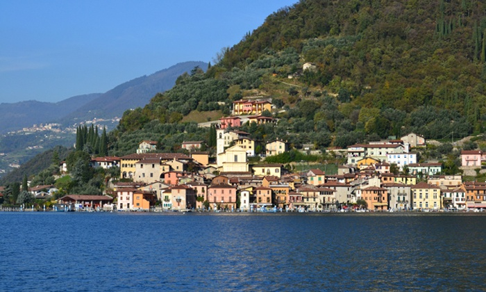 Castello Oldofredi - Monte Isola (BS): Lago di Iseo, Castello Oldofredi - Notte in dimora storica con cena e transfer per Monte Isola da 89 € per due persone