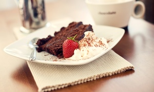 Nostalgie Cafe & Konditorei: Kuchen und Heißgetränk nach Wahl für zwei oder vier Personen bei Nostalgie Cafe & Konditorei (50% sparen*)