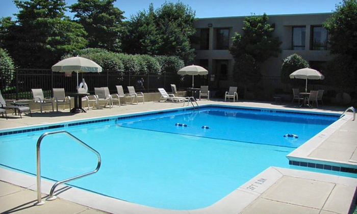 Clarion Inn Asheville Airport - Greater Asheville, NC: One- or Two-Night Stay with Daily Dining Credit at Clarion Inn Asheville Airport in Asheville, NC