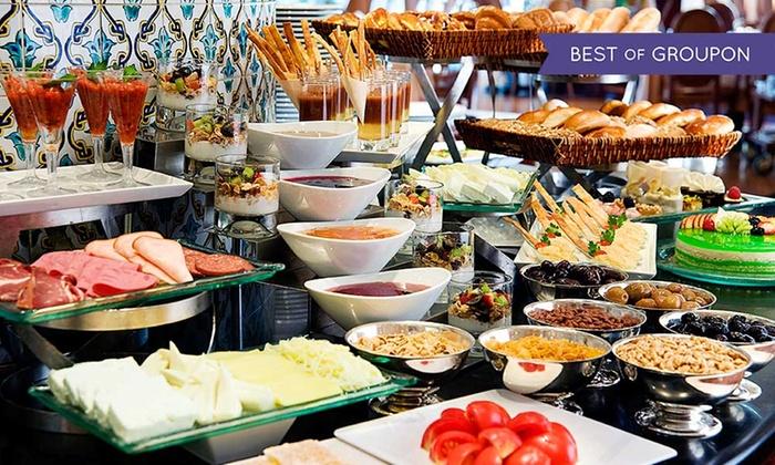 Restaurant La Parrilla - Berlin: Mediterraner All-you-can-eat-Brunch am Sonntag für 2 oder 4 Personen im La Parrilla Steakrestaurant (bis zu 30% sparen*)
