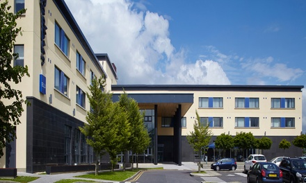 Co. Donegal: 1 or 2 Nights for Two with Breakfast, Late CheckOut and Dinner Credit at 4* Radisson Blu Hotel Letterkenny