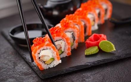 Menú de sushi para 2 con entrante, postre y bebida, hasta 48 uds, en Sushimore Móstoles (hasta 48% de descuento)
