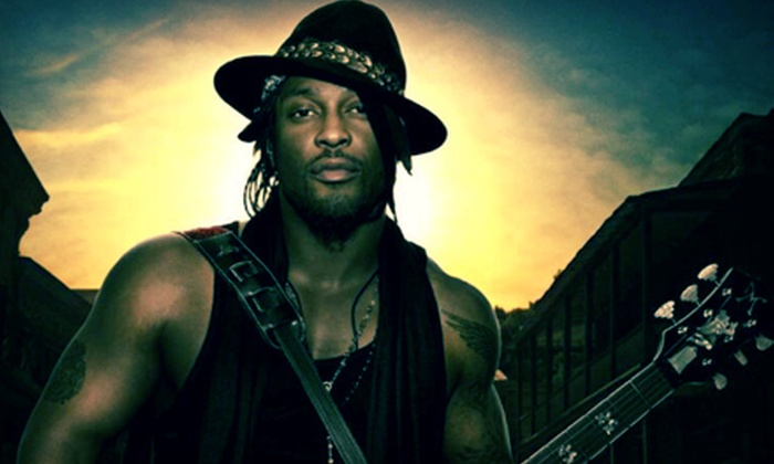 An Evening with D'Angelo - House of Blues Chicago: $60 to See An Evening with D'Angelo at House of Blues Chicago on August 7 at 9 p.m. (Up to $138.65 Value)