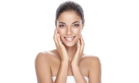 Masaje relajante y tratamiento facial con opción a velo de colágeno y cóctel de vitaminas desde 19,90€ en Venus Clinic Oferta en Groupon