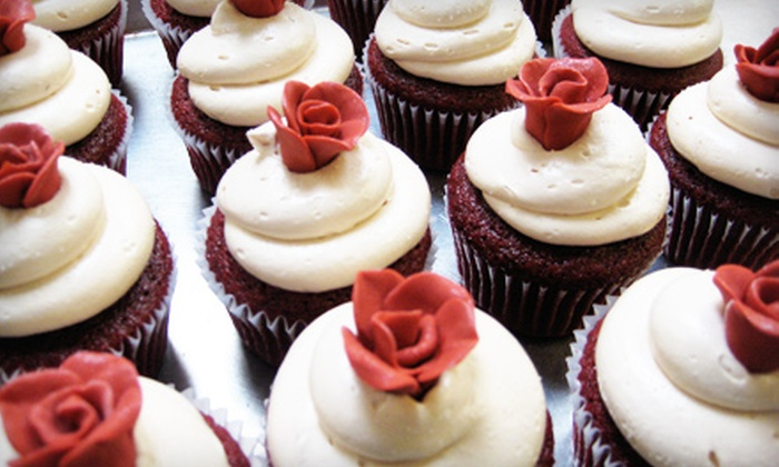 Frosted Cupcakes & Cakes - City Of Edmonds: $6 for Four Cupcakes at Frosted Cupcakes & Cakes in Edmonds ($12 Value)