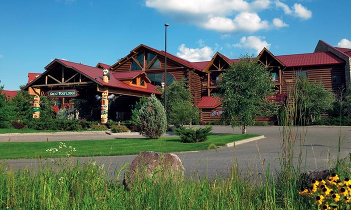 Great Wolf Lodge Wisconsin Dells - Wisconsin Dells: 1- or 2-Night Stay for Up to Six with Water-Park Passes and Resort Credit at Great Wolf Lodge Wisconsin Dells