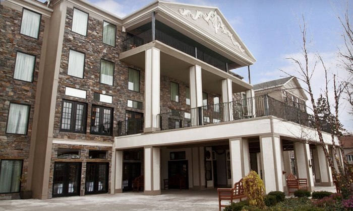 Barton Hill Hotel & Spa - Greater Niagara Falls, NY: One- or Two-Night Stay in a Portage Retreat Room at Barton Hill Hotel & Spa in Lewiston, New York