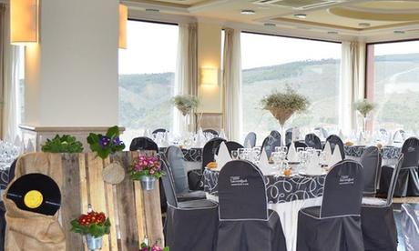 Balcón de Genil: menú para 2 o 4 con principal, entrante y botella de vino desde 39,95 €. Hazlo premium desde 42,95 €