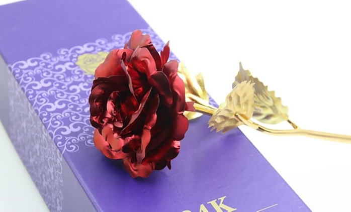 Rose plaquée or 24ct, avec boîte cadeau à 29,98€ (59% de réduction)
