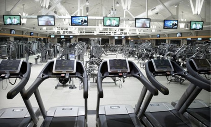 Club Fitness New York - Astoria: $39 for Five Power Classes at Club Fitness New York in Astoria