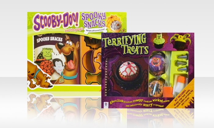 Scooby-Doo or Halloween Cupcake Kits: Scooby-Doo or Halloween Cupcake Kit with Cookbook, Cupcake Holders, and Piping Bag