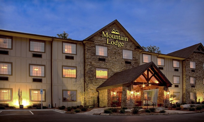 Mountain Lodge of Flat Rock - Hendersonville: Two- or Three-Night Stay with Option for Theater Tickets at Mountain Lodge of Flat Rock in Flat Rock, NC