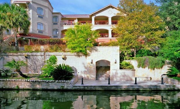 Hotel Indigo San Antonio-Riverwalk - San Antonio: Stay with Optional Breakfast at Hotel Indigo San Antonio-Riverwalk in Texas. Dates into January.