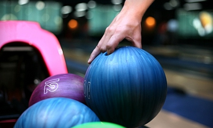 Freeway Lanes - Solon: $25 for Two Hours of Bowling for Up to Six People, Shoe Rental, and a Pitcher of Pop at Freeway Lanes (Up to $67 Value)