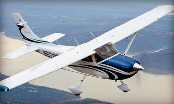 Freeway Airport - Woodmore: $85 for One-Hour Introductory Flight Lesson from Freeway Airport ($170 Value)