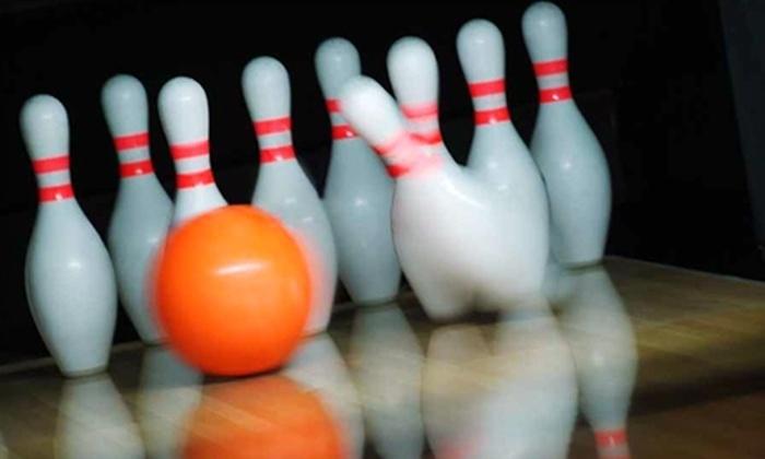 Oak Lanes - Westland: $10 for Six Games of Bowling and Two Shoe Rentals at Oak Lanes in Westland ($22 Value)
