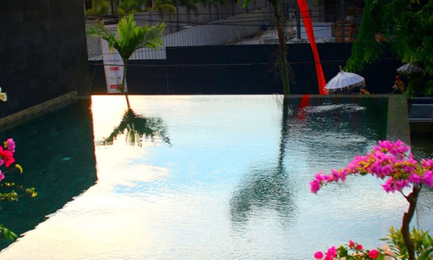 Bali: 4* Hotel near Beach +Flight 2