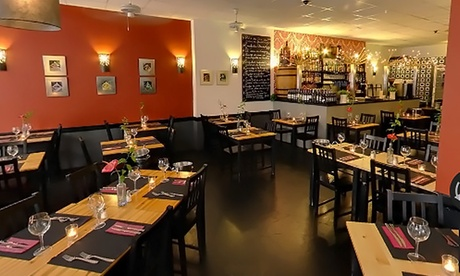 Menú exótico para dos personas con entrante, principal, postre y botella de vino o bebida desde 24,95 € en Clandestino Oferta en Groupon